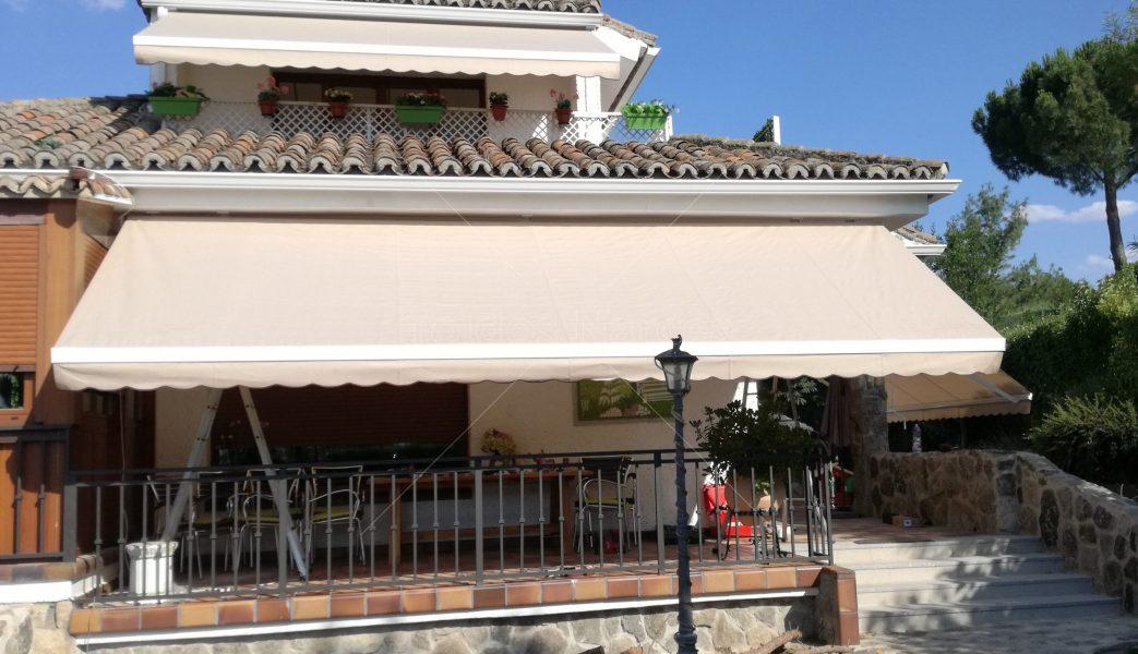 Foto de toldo extensible instalado por toldos narcea